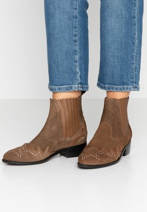 CHISWICK EASY - Botines camperos - camel