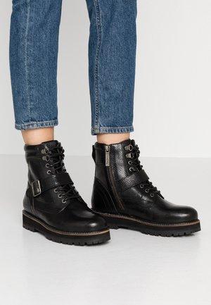 MONTREAL TOWN - Kotníkové boty na platformě - black