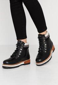Pepe Jeans - MONTREAL HYKE - Kotníkové boty na platformě - black - 0