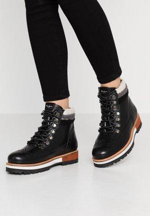 MONTREAL HYKE - Kotníkové boty na platformě - black