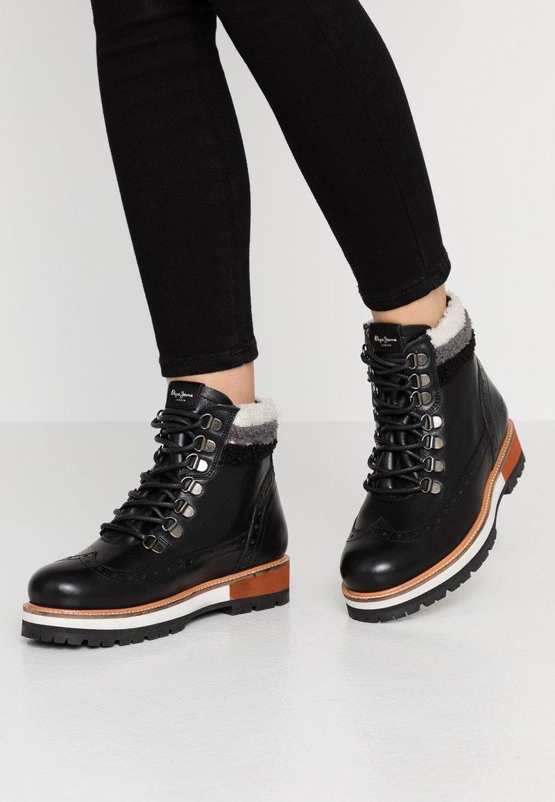 Pepe Jeans - MONTREAL HYKE - Kotníkové boty na platformě - black