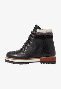 Pepe Jeans - MONTREAL HYKE - Kotníkové boty na platformě - black - 1