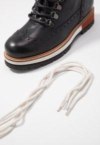 Pepe Jeans - MONTREAL HYKE - Kotníkové boty na platformě - black - 7