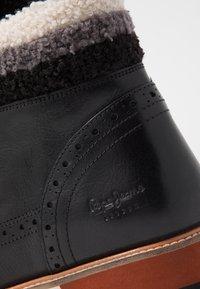 Pepe Jeans - MONTREAL HYKE - Kotníkové boty na platformě - black - 2
