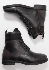 Pepe Jeans - TOM CUT BOOT - Šněrovací kotníkové boty - factory black - 1