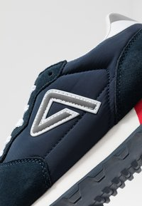 Pepe Jeans - KLEIN ARCHIVE WASHED - Trainers - navy - 6