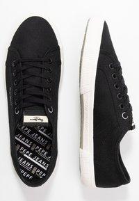 Pepe Jeans - ABERMAN SMART - Sneakersy niskie - black - 1