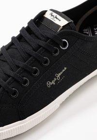 Pepe Jeans - ABERMAN SMART - Sneakersy niskie - black - 5