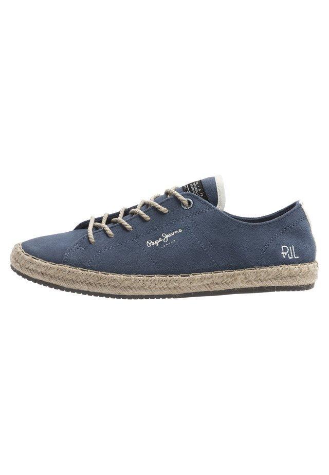 TOURIST LAMU SUEDE - Sznurowane obuwie sportowe - dark blue