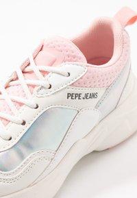 Pepe Jeans - SINYU GIRL IRIDISCENT - Sneakersy niskie - white - 2