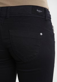 Pepe Jeans - NEW BROOKE - Jeans slim fit - black - 4