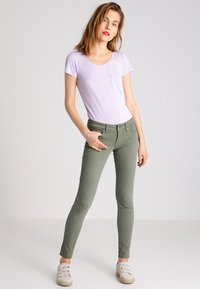 Pepe Jeans - SOHO - Jeans Skinny Fit - army - 1