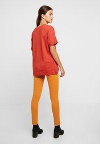 Pepe Jeans - SOHO - Kalhoty - golden ochre - 2