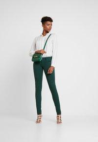 Pepe Jeans - SOHO - Kalhoty - forest green - 2