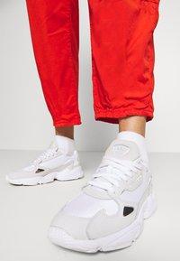 Pepe Jeans - DUA LIPA x PEPE JEANS - Spodnie materiałowe - bright orange - 4
