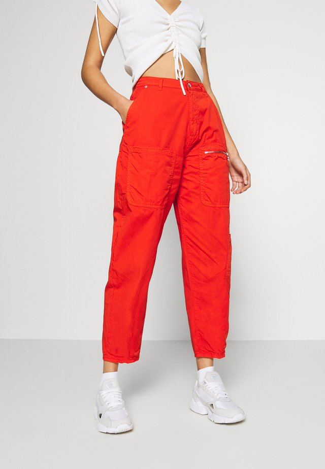 DUA LIPA x PEPE JEANS - Pantalones - bright orange