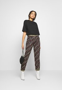 Pepe Jeans - KELLY - Trousers - multi - 1