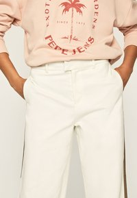 Pepe Jeans - ZAIDA - Trousers - off-white - 4