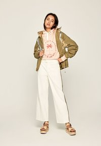 Pepe Jeans - ZAIDA - Trousers - off-white - 1