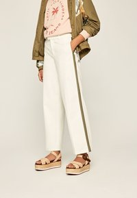 Pepe Jeans - ZAIDA - Trousers - off-white - 0