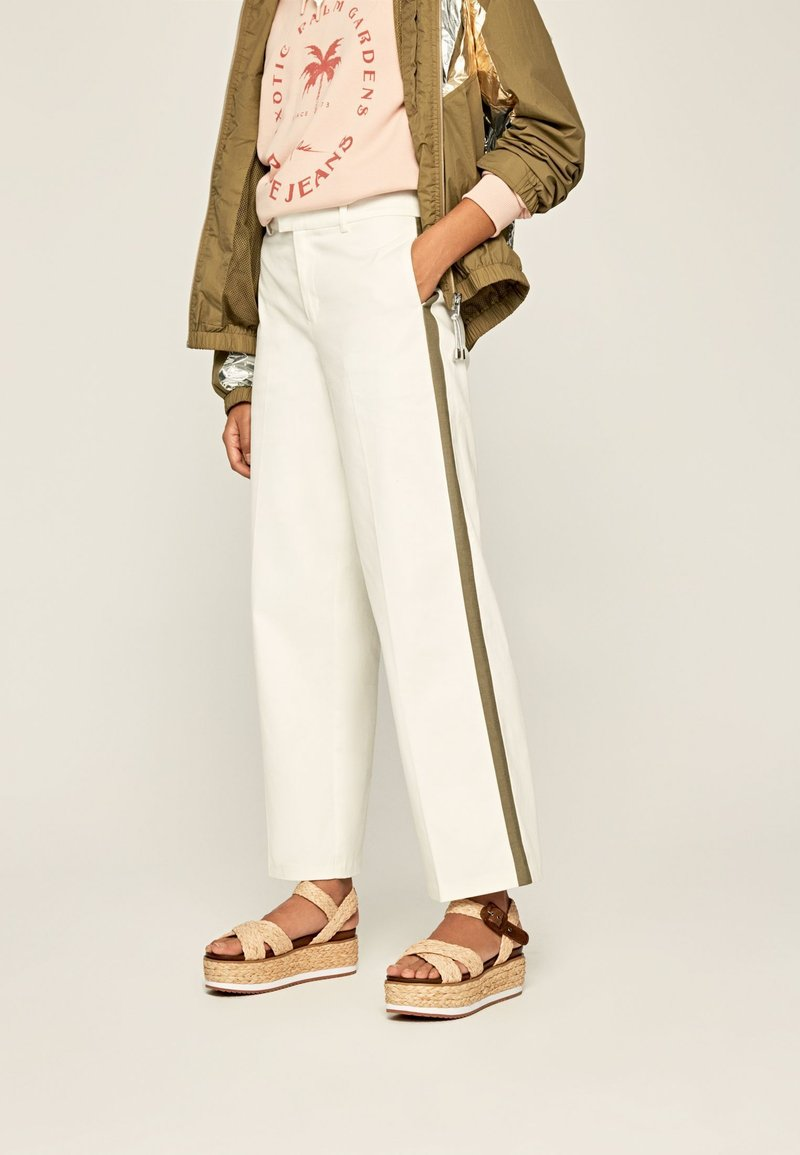 Pepe Jeans - ZAIDA - Trousers - off-white