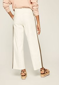 Pepe Jeans - ZAIDA - Trousers - off-white - 2