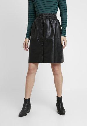 MARIE - Falda de cuero - black