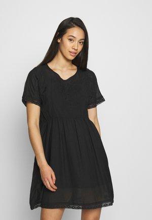 MILENA - Korte jurk - black