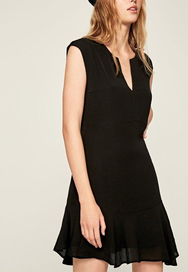 KAILA - Korte jurk - black
