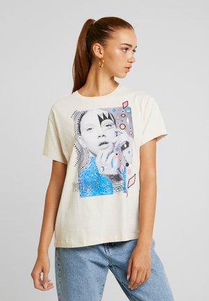 MARION - Camiseta estampada - natural