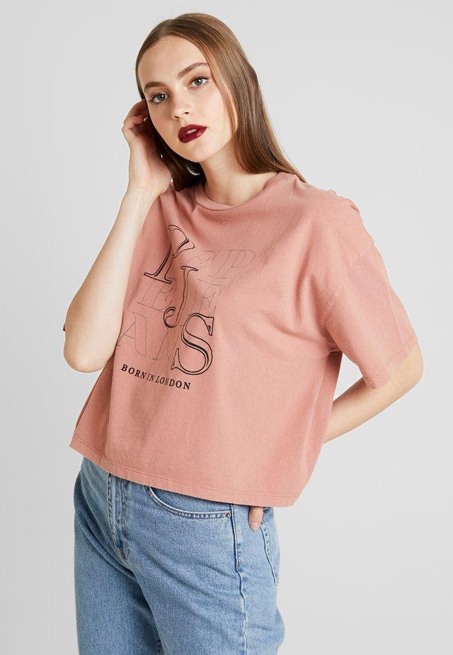 CATHERINE - Camiseta estampada - cinnabar