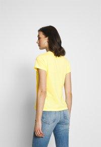 Pepe Jeans - DAISY - Triko spotiskem - lemon - 2