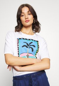 Pepe Jeans - LALI - Print T-shirt - optic white - 4