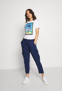 Pepe Jeans - LALI - Print T-shirt - optic white - 1