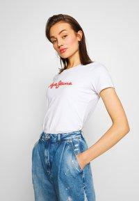 Pepe Jeans - BAMBIE - Print T-shirt - optic white - 4