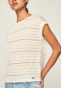 Pepe Jeans - LORENA - Print T-shirt - white - 3