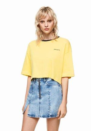 DUA LIPA X PEPE JEANS  - T-shirt z nadrukiem - yellow