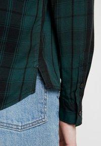 Pepe Jeans - ALEJANDRA - Overhemdblouse - forest green - 5