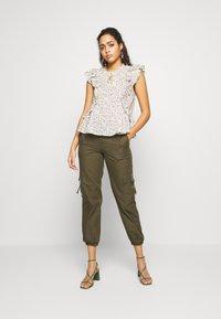 Pepe Jeans - BLOUSE - Blouse - off-white/multi-coloured - 1