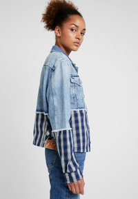 Pepe Jeans - JESS MIX - Kurtka jeansowa - light blue denim - 3