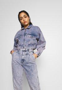 Pepe Jeans - DUA LIPA x PEPE JEANS - Kurtka jeansowa - denim - 0