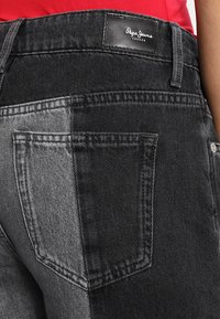 Pepe Jeans - PATCHY  MONOTONE - Relaxed fit jeans - denim - 4