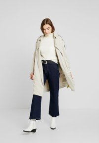Pepe Jeans - IVORY - Flared Jeans - denim archive rinsed - 1