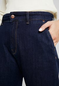 Pepe Jeans - IVORY - Flared Jeans - denim archive rinsed - 4