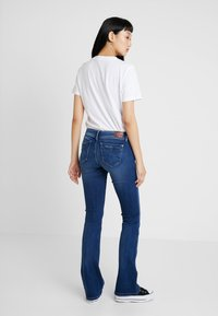 Pepe Jeans - PIMLICO - Flared jeans - denim dark used - 2