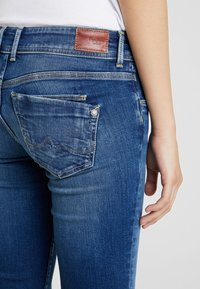 Pepe Jeans - HOLLY - Jeans Straight Leg - stone blue denim - 5