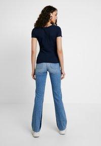 Pepe Jeans - AUBREY CONTRAST - Flared Jeans - stone blue denim - 2