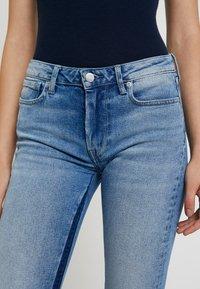Pepe Jeans - AUBREY CONTRAST - Flared Jeans - stone blue denim - 4
