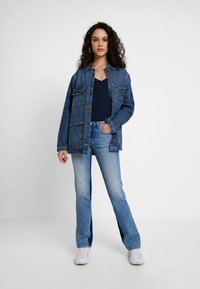 Pepe Jeans - AUBREY CONTRAST - Flared Jeans - stone blue denim - 1