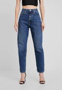 Pepe Jeans - DUA LIPA X PEPE JEANS - Džíny Relaxed Fit - blue denim - 0